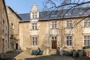 Pierre Bec crée le Centre d'études supérieures de civilisation médiévale de l'université de Poitiers